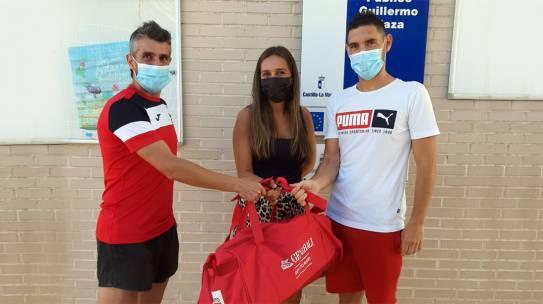 El Quijote RC entrega material deportivo al Colegio Público Guillermo Plaza de Yuncos